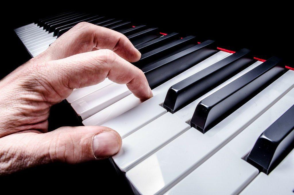 Klavier-Handhaltung