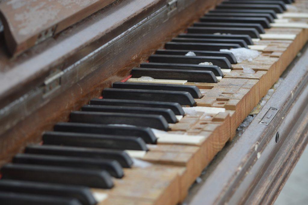 Klavier alt