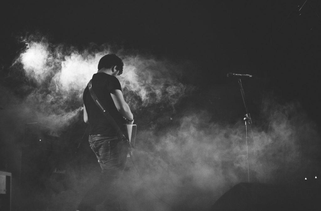 konzert-gitarre-gitarrist
