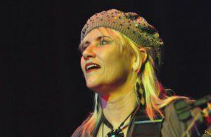 Hochgeschwindigkeitsgitarristin Jennifer Batten